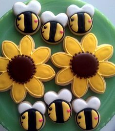 Bright cheerful bumble bee and sunflower cookies covered in royal icing perfect for any kids teddy bear picnic party. Bee Cookies, Fancy Cookies, Royal Icing Cookies, Cupcake Cookies, Sugar Cookies, Cupcakes, Cookies Decorados, Galletas Cookies, Sunflower Cookies