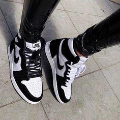 Cute Sneakers, Shoes Sneakers, Jordans Sneakers, Air Jordan Sneakers, Adidas Shoes, Cute Jordans, High Top Sneakers, Cute Nike Shoes, Black Jordans