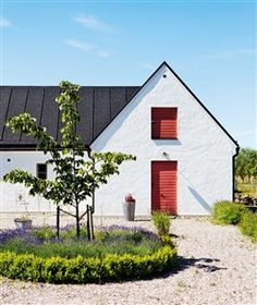 Scandinavian Farmhouse Design Ideas - The idea was supposed to make it resemble a European style kitchen. Besides below ideas, you can try out the other suggestions to fit your needs for a. by Joey Swedish Farmhouse, Swedish Cottage, Modern Farmhouse Exterior, Farmhouse Design, Exterior Trim, Exterior Design, Interior And Exterior, Exterior Shutters, Exterior Paint