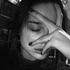 Crying Aesthetic, Bad Girl Aesthetic, Horse Girl Photography, Dark Photography, Crying Pictures, Wallpaper Nature Flowers, Crying Girl, Crying Eyes, Cartoon Girl Images