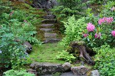 Mökkipuutarhassa: kesäkuuta 2015 Greenhouses, Garden Bridge, Gates, Woodland, Outdoor Structures, Gardening, Inspiration, Biblical Inspiration, Green Houses