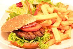 """"""" Menù Baires-Burger """" € 11,00.- ( Hamburger di Carne Argentina con Insalata verde e patate fritte + 1/2 L. Acqua Minerale )"""