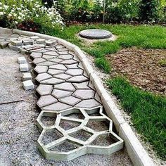 Discover thousands of images about Pathmate Backyard Walkway, Garden Stairs, Backyard Landscaping, Garden Yard Ideas, Lawn And Garden, Garden Projects, Diy Deck, Diy Patio, Garden Paving