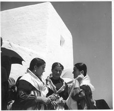 Eivissa, any 1932 - Foto: Reynaldo Luza (1893-1978) Ibiza Formentera, Traditional Clothes, Light And Shadow, Photographers, History, Inspiration, Europe, Pictures, Historia
