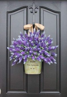 12 Beautiful Door Decorations That Aren't Wreaths Front Door Decor – Front Door Decorating Ideas Spring Door Wreaths, Summer Wreath, Winter Wreaths, Holiday Wreaths, Front Door Decor, Wreaths For Front Door, Front Doors, Monogram Door Decor, Door Entry