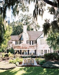 obsessed with this southern plantation home