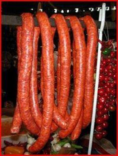 csabai kolbasz recept Serbian Recipes, Hungarian Recipes, Hungarian Cuisine, Hungarian Food, Home Made Sausage, My Favorite Food, Favorite Recipes, Homemade Sausage Recipes, Chorizo