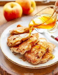 Racuchy na maślance z jabłkami Breakfast Recipes, Snack Recipes, Magic Recipe, Lunch To Go, No Bake Desserts, Chicken Wings, Good Food, Food And Drink, Favorite Recipes
