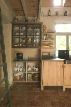 keukenproject van DIRK COUSAERT  keukenkasten in massieve eik werkblad in Belgische blauwe hardsteen met oude wasbak in arduin.