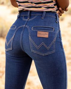 Wrangler has hit it out of the park with these new Wrangler flares. They even added in some fun vintage western details on the pockets! Cowboy Outfits, Cowgirl Outfits, Country Outfits, Cute Outfits, Cowgirl Jeans, Western Jeans, Cowgirl Western Wear, Wrangler Clothing, Wrangler Jeans