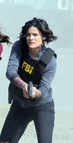 Bietet - Things I like - Military Female Army Soldier, Female Cop, Detective Outfit, Detective Aesthetic, Jaimie Alexander, Military Girl, Military Women, Actors & Actresses, Tv Shows