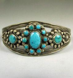 Vntg-Navajo-Harvey-Era-Turquoise-Tri-Cluster-Bracelet
