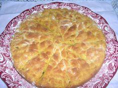 Empanada antigua de maiz con relleno de navajas