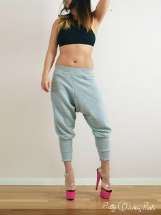 10 Free Women's Comfy & Stylish Pant Sewing Patterns - Round up -DIY Harem Sweat Pants - from Pretty Quirky Pants Pants Pattern Free, Harem Pants Pattern, Sewing Patterns Free, Clothing Patterns, Shirt Patterns, Dress Patterns, Zumba, Pants Tutorial, Diy Tutorial