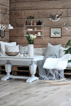 Marsipan og smilefjes - another one of my favorite Scandinavian blogs. Basement Living Rooms, Basement Laundry, Basement Apartment, Refinish Stairs, New Staircase, Laundry Room Design, Leroy Merlin, Simple House, Home And Living