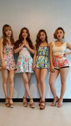 Mamamoo wears stage outfits designed by their fans - OMONA THEY DIDN'T! Endless charms, endless possibilities ♥