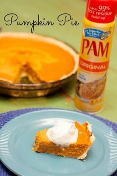 Easy pie crust recipe you made in the food processor results in the perfect pumpkin pie with PAM Cooking Spray. #PAMSmartTips #AD