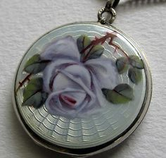 Silber Medaillon mit Email ° Rosen - Dekor ° Emaille Meaillon °