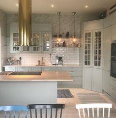 Arkitekt plus Frost Kitchen Pantry Design, Home Decor Kitchen, Interior Design Kitchen, New Kitchen, Home Kitchens, Interior Ideas, Open Plan Kitchen Living Room, Küchen Design, Kitchen Remodel