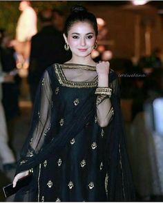 10 Beautiful Pictures of Pakistani Actress Hania Aamir Shadi Dresses, Pakistani Formal Dresses, Pakistani Dress Design, Pakistani Fashion Party Wear, Pakistani Wedding Outfits, Indian Fashion, Bridal Outfits, Women's Fashion, Fashion Outfits