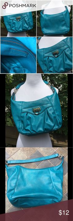 """🆕 Croft & Barrow Pretty Blue Bag ! 💙 Croft & Barrow Shoulder bag ! Beautiful Blue ! Outside snap close compartment ! Great condition, no scuffs, tears ect ! 12"""" by 7"""" by 3"""" ! Zipper compartment inside plus 2 slide ins ! Strap 15"""" ! Great Bag ! 💙 Croft & Barrow Bags Shoulder Bags"""