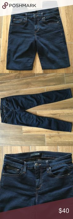 Joe's dark wash skinny jeans Dark wash skinny ankle Jean. Material is very comfortable and stretchy. In very good condition Joe's Jeans Jeans Skinny