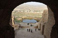 Ardashir palace. http://www.livius.org/a/iran/firuzabad/firuzabad_palace_ardashir_lake.JPG