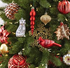 The Martha Stewart Living Snowberry Collection of Christmas tree ornaments combines reds, golds and copper browns mixed with shiny, matte and glitter finishes for a classic, warm holiday look.