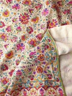 All-Over Hand Embroidered One Piece Pashmina Shawl Site for on-line quilts and homeware Embroidery Designs, Indian Embroidery, Embroidery Stitches, Hand Embroidery, Couture Embroidery, Kashida Embroidery, Textile Patterns, Textile Art, Kashmiri Shawls