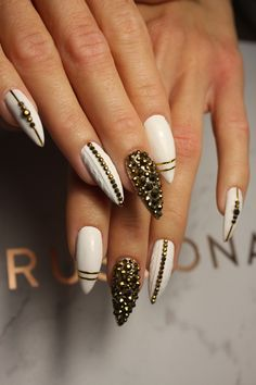 White Nails With Gold, Gold Nails, White Gold, Beauty, Gold Nail