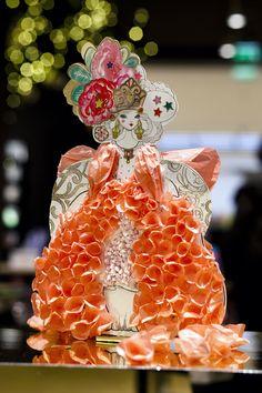 Haute Couture - Les princesses de papier d' @idoia  pour Mon Petit Art au Bon Marché #paperart Princesses, 2d, Theater, Crown, Illustration, Inspiration, Fashion, Continents, Fashion Show