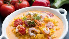 Lyxig fiskgryta med saffran och räkor Seafood Soup, Fish And Seafood, Hummus, Food Inspiration, Tasty, Yummy Yummy, Stew, Wellness, Food And Drink