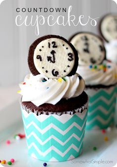 These new year's eve countdown cupcakes are a festive way to ring in the new year. Made with everyone's favorite Oreo cookies your party guests will absolutely love these cupcakes! New Year's Desserts, Holiday Desserts, Holiday Baking, Holiday Treats, Holiday Recipes, Dessert Recipes, Party Recipes, Nye Recipes, New Years Eve Dessert