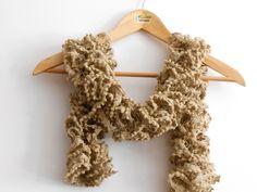 Sciarpe a maglia - sciarpa volant beige cappuccino con lurex bronzo - un prodotto unico di cosediisa su DaWanda