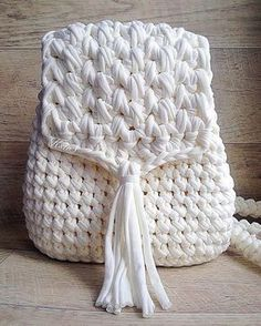 Marvelous Crochet A Shell Stitch Purse Bag Ideas. Wonderful Crochet A Shell Stitch Purse Bag Ideas. Crochet Diy, Love Crochet, Crochet Hooks, Crochet Backpack, Backpack Pattern, Mesh Backpack, Crochet Handbags, Crochet Purses, Crochet Shell Stitch