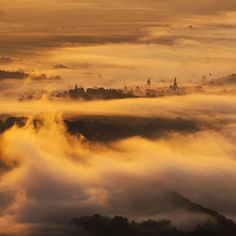 Morning fogs above the small town of Radkow in Poland Lower Silesia. The photo was taken from Szczeliniec Wielki mountain at 5:20 am. Sony A7II. #travelphoto #sunrise #landscape #góry #poland #landscapephotography #visitpoland #hiking #SonyAlpha  #Main_Vision #nakedplanet #sunset_vision #SonyImages #LoveTheWorld #LPM #OurPlanetDaily
