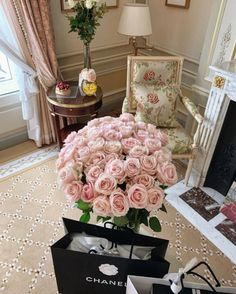 Home# design# flowers# luxory# Chanel# glamour# Kim Kardashian Show, Home Themes, Luxury Flowers, Pretty Flowers, Flower Power, Like4like, Bloom, Style Inspiration, Elegant
