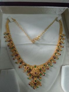 Q Women S Fashion And Apparel Refferal: 7079212575 Antique Jewellery Designs, Gold Earrings Designs, Gold Jewellery Design, Necklace Designs, Gold Necklace Simple, Gold Jewelry Simple, Gold Rings Jewelry, Beaded Jewelry, Necklace Set