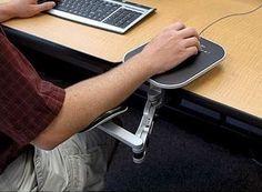 L'accoudoir de bureau réglable Ergoguys vous aide à éviter une tendinite du poignet et à soulager les douleurs aux bras, épaules et nuque.