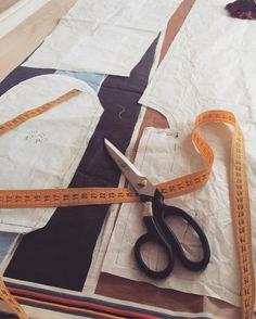 www.lizetvanderknaap.com #silk #pants #sewing #patterndrawing ✨✂️ Silk Pants, Pattern Drawing, Sewing, Dressmaking, Couture, Stitching, Sew, Costura, Needlework