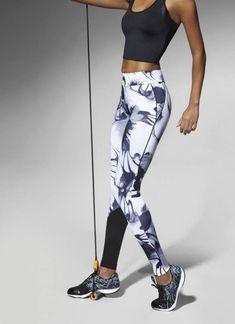 De stoere Calypso Cross Fit legging is een 200 denier dikke sportlegging met een prachtig wit/grijs design en een comfortabele, extra brede tailleband. De fijne stretchstof voelt heerlijk aan en beweegt uitstekend mee, dus bestel haar vandaag nog! Legging Sport, Sports Leggings, Sport Style, Nike Outfits, Sport Outfits, Sport Fashion, Fitness Fashion, Athletic Outfits, Sport Wear
