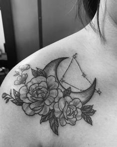 Moon and flowers tattoo with Capricorn constellation 🥀🌙 Capricorn Constellation Tattoo, Constellation Piercings, Capricorn Tattoo, Baby Tattoos, Star Tattoos, Foot Tattoos, Girl Tattoos, Sleeve Tattoos, Tatoos