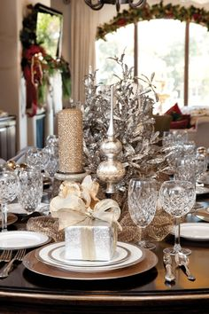 Silver and gold Christmas tablescape Silver Christmas, Elegant Christmas, Noel Christmas, All Things Christmas, Beautiful Christmas, Christmas Crafts, Christmas Shopping, Christmas Recipes, Gold Christmas Decorations