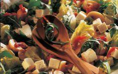 Salat med ost og champignoner