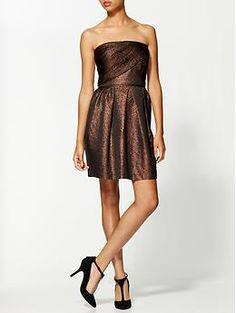Bronze dress+black shoes...Great combination.