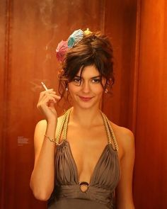 Priceless with Audrey Tautou Audrey Tautou, Audrey Hepburn, Beautiful People, Most Beautiful, Beautiful Women, Divas, Nastassja Kinski, Women Smoking Cigarettes, Non Plus Ultra