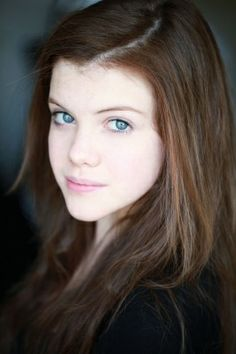 English actress Georgie Henley will take you to different magical places and enchant you with her natural and breathtaking beauty. Susan Pevensie, Lucy Pevensie, Peter Pevensie, Georgie Henley, English Actresses, Actors & Actresses, Brown Hair Blue Eyes Pale Skin, Dark Hair, Red Hair