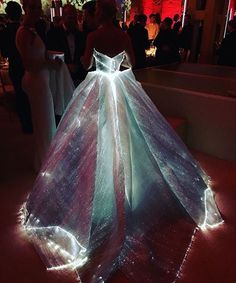 Claire Danes lit up the Met Ball quite literally with a Zac Posen gown- see the best dressed on Grazia
