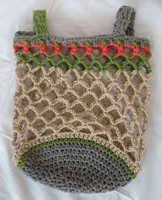 crochet grocery bag no pattern here Crochet Beach Bags, Crochet Market Bag, Diy Crochet, Crochet Ideas, Ipad, Tapestry Bag, String Bag, Crochet Purses, Knitted Bags