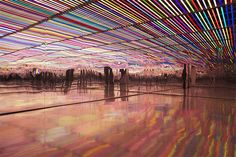 the installation reassembles the diffracted colors of the rainbow